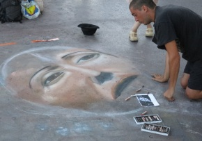 Mario Sberne drawing on the Promenade with chalk.